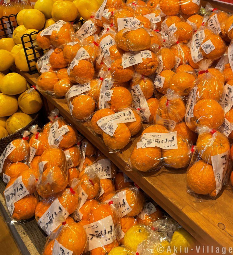宇和島の柑橘類が入った足湯を楽しめます!!